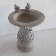 vogelbad cement op voet roos motief en 2 vogels grijs 20.5x20.5x25 cm