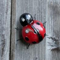 lieveheersbeestje hangend of staande 15 cm metaal rood