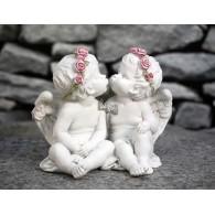 engel paar met rozenkrans polystone hoog 14 cm