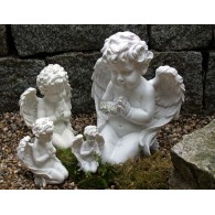 engel biddend polystone hoog 20 cm