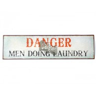 tekst bord danger men doing laundry op=op